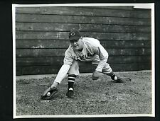 Les Fleming 1942 Cleveland News Press Photo Indians first baseman stretch pose