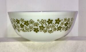 VTG Pyrex 404 4 QT Crazy Daisy Large Mixing Bowl White Green Flowers 1970s USA