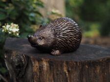 Bronzefigur kleiner Igel Braunbrustigel Stacheligel Gartendekoration