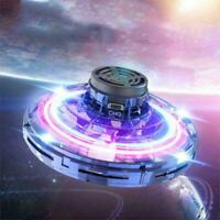 Spinner volante a LED Flying Return Gyro Kids Gioco da esterno XMAS Toy Gift