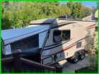 2014 Palomino SolAire Expandable 163 X 20' Sleeps 6 Queen Bed