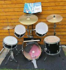 Schlagzeug- Set mit viel Zubehör