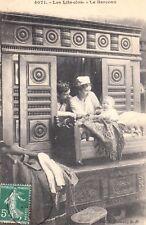 Carte postale ancienne BRETAGNE scènes et types 4071 lits-clos berceau timbrée