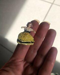Ancienne petite poupée miniature, minuscule!