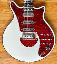Brian May Guitar The BMG Special - White with Grover locking tuners