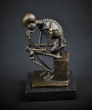 Skelett Denker Bronze Skulptur Figur Marmorsockel the Skeleton Thinker Statue