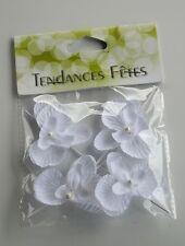 4 orchidées sur tige blanche.  Décoration de mariage