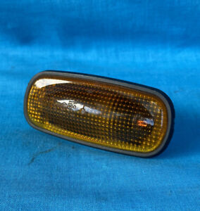 Land Rover Discovery 2 Side Indicator Lens XGB000030