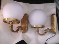 Paire d'appliques en bronze avec globes en verre opaque mat - 22 cm X 24 cm