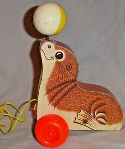 FISHER PRICE SUZIE WOODEN SEAL SEA LION YELLOW & WHITE BALL PULL TOY 1978/694