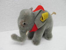 MES-39095 Alter Steiff Elefant H:ca.9,5cm mit Knopf und Fahne,