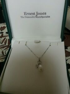 """9ct  heart shaped Diamond &Pearl Pendant & 18""""Chain in White Gold"""