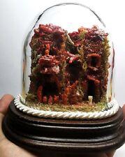 presepe napoletano fatto a mano con pastori di corallo rosso campana in vetro