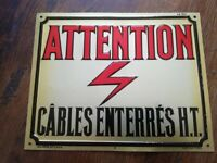 Rare plaque tole relief 20X25 ATTENTION CABLES ENTERRES H.T