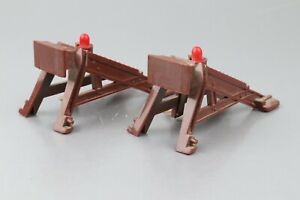LIONEL O-GAUGE SET OF 2-LIGHTED BUMPERS  without box , tested, working