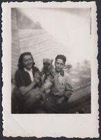 YZ2652 Fossano (CN) 1948 - In posa con il cane - Fotografia d'epoca