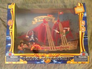 PIRATE SHIP PLAY SET WITH LIGHT & SOUND (BATTERIES INCLUDED)