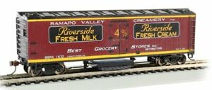 HO Scale- Track Cleaning 40' Wood Reefer, Ramapo Valley Creamery BAC-16333 A