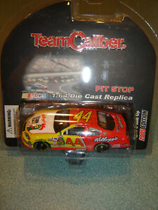 TERRY LABONTE #44 KELLOGGS 2005 Chevy Team Caliber Pit Stop 1/64 NEW