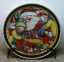 """Mary Engelbreit Collectible Christmas Santa Collector Plate with Stand, 7"""", Bnib"""