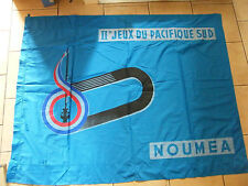 Drapeau II ème Jeux du Pacifique Sud Nouméa 1966 160 cm sur 120 cm