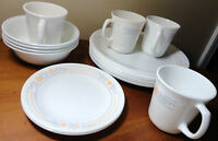 CORELLE 19 PC. DINNERWARE APRICOT GROVE 9 DINNER 2 SALAD PLATES 4 MUGS 4 BOWLS