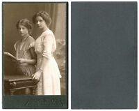 ANTIQUE CDV PHOTO  PORTRAIT OF TWO GIRLS, SISTERS & WANDSBEK, GERMANY STUDIO
