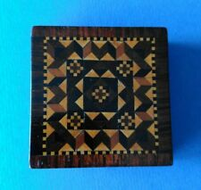 TUNBRIDGE Ware Square Box. geometrico.