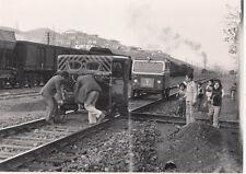 ORIG. FOTO 17,5 x 12,5 CM - TCDD ABGLEISEN EINES KLEINWAGENS IRMAK 1981 (AF115)