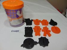 VINTAGE PLASTIC COOKIE CUTTER SET-WILTON HALLOWEEN IN CONTAINER 10 PIECE SET