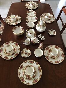 Never Used Royal Albert Old Country Roses Dinner Set 6 Places Plus Extras.