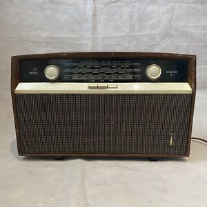 Vintage BUSH VHF 81 Bakelite Valve Radio