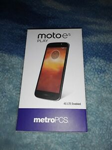 Moto E5 Play - 16 GB - MetroPCS - No changer. Only SIM & PHONE