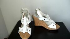 FOREVER 21 WOMENS WHITE SANDALS WITH 4 INCH CORKSCREW WEDGE