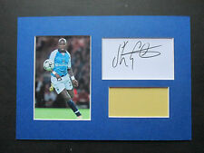 MANCHESTER CITY SHAUN GOATER GENUINE SIGNED A4 MOUNTED CARD & PHOTO DISPLAY- COA