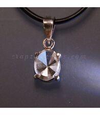 Cuarzo hialino talla gema oval en colgante de plata de ley