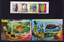 BL48 GUINEA Peces exóticos 2 bloques y 1 tira de 4 sellos oblitérés.1975