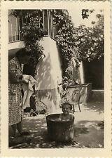 PHOTO ANCIENNE - VINTAGE SNAPSHOT - ENFANT TOILETTE BASSINE JARDIN DRÔLE - BATH