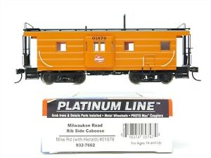 HO Scale Walthers Platinum Line 932-7662 MILW Milwaukee Rib Side Caboose #01876
