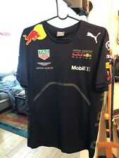 "Red Bull Aston Martin Formula 1 Racing Team ""Teamline"" Shirt 2018, Medium"