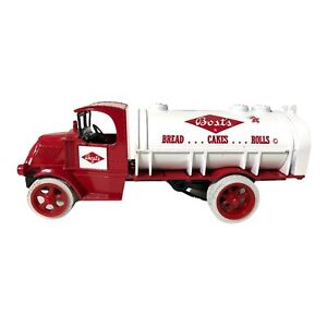 Ertl Toy Bost's Bread Cakes Rolls Tanker Limited Edition