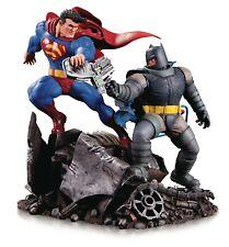 THE DARK KNIGHT RETURNS BATMAN V SUPERMAN MINI STATUE DC COMICS