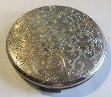 Écrin à poudre de riz en métal argenté ciselé (vide)