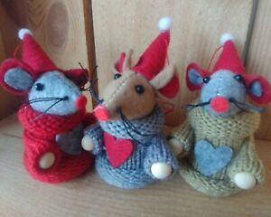 Set of 3 SANTA MOUSE mice CHRISTMAS TREE or SHELF DECORATION 8.5cm wood knitted