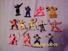 13 verschiedene ältere Power Rangers