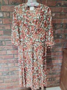 Original Vintage 1940s / 1950s Rayon Floral Dress Size 16+ XL