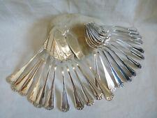 Série de couverts à poisson anciens en métal argenté coquille ERCUIS