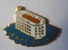 Pin's pin FORT BOYARD ( ref L33)