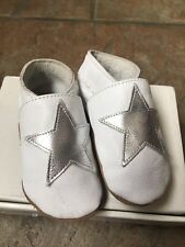 Baby Girl's Shoes-usado una vez Silver Star español Bebé Zapatos 3-6 mths