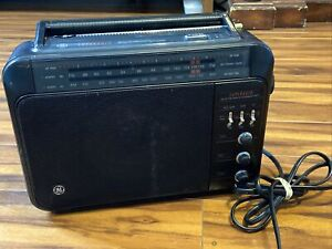 GE Model 7-2887B Long Range AMFM SUPERADIO Portable Radio 120V or 6 D Batteries